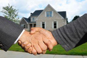 Handschlag beim Immobilienkauf